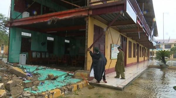 Đồng chí Trần Thắng, UVTV Tỉnh ủy, Bí thư Thị ủy, Chủ tịch HĐND thị xã trực tiếp đi kiểm tra các địa bàn bị thiệt hại nghiêm trọng..