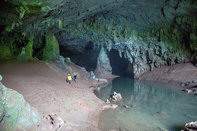 Hang Over có hệ thống hang động hấp dẫn, độc đáo.