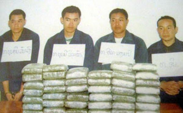 Hai đối tượng Mịt Luông Xúc Văn Nạ Vông và Thảo Khăm Cộ Xay Xôm Phu (Lào) vận chuyển 41 ngàn viên ma túy bị lực lượng phòng chống ma túy Quảng Bình bắt giữ.