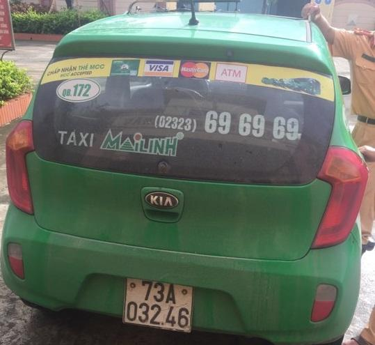 Chiếc taxi chở Thanh cùng ma túy.
