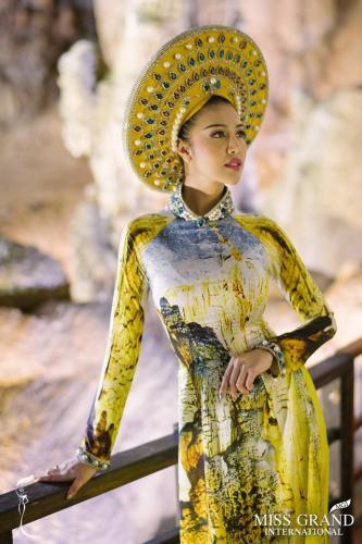 Đương kim Hoa hậu Hòa bình Ariska Putri Pertiwi cũng ghi lại một số khoảnh khắc ấn tượng tại hang động. Ariska Putri Pertiwi được chuyên trang sắc đẹp Global Beauties bình chọn là hoa hậu đẹp nhất năm 2016.