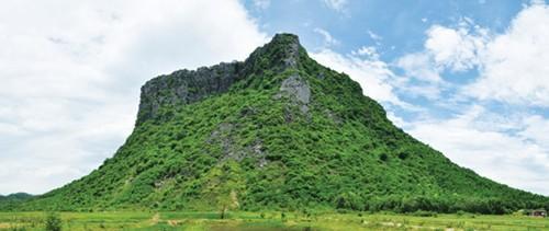 Núi Thần Đinh