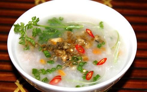 Tô cháo hàu hấp dẫn du khách- Ảnh: Quangbinhtourism.vn.