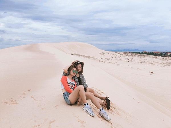 Cồn cát trắng mênh mông như sa mạc