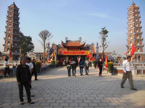 Di tích lịch sử quốc gia chùa Hoằng Phúc (xã Mỹ Thủy, huyện Lệ Thủy, tỉnh Quảng Bình) là địa chỉ thu hút du khách thập phương đến chiêm bái, cầu an đầu năm mới.