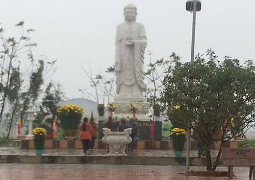 Tượng Phật A Di Đà tại chùa Đại Giác (thành phố Đồng Hới, Quảng Bình).