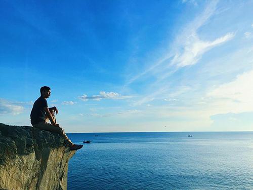 Chàng trai Nguyễn Xuân Hùng (Quảng Bình) đã thực hiện một chuyến du lịch bụi khám phá địa điểm có tên Mũi Độc (xã Quảng Đông, huyện Quảng Trạch, tỉnh Quảng Bình).