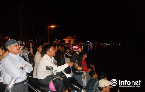 Nhiều người nghèo tỉnh Quảng Bình có cơ hội xem pháo hoa trực tiếp đêm giao thừa đón năm mới Mậu Tuất 2018.