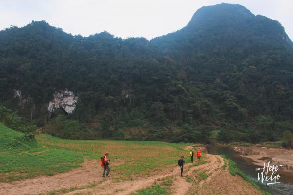 Ngay từ khi bắt đầu bước vào hành trình thám hiểm, chúng tôi đã bị những cảnh đẹp hoang sơ của Quảng Bình làm choáng ngợp.