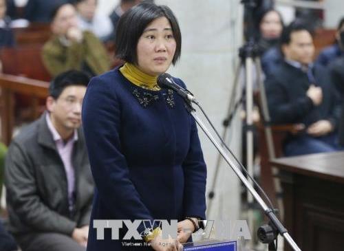Bị cáo Lê Thị Anh Hoa tự bào chữa tại phiên tòa. Ảnh: TTXVN