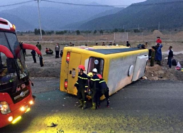 Hiện trường vụ lật xe khiến 13 người thương vong