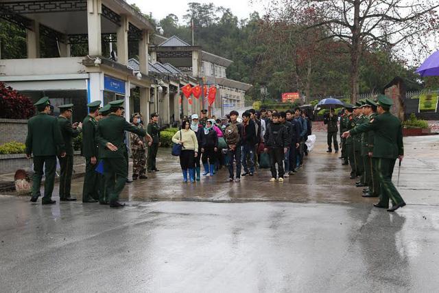 Nhiều người Việt Nam xuất cảnh sang Trung Quốc trái phép bị bắt, trao trả về nước. (Ảnh minh hoạ)