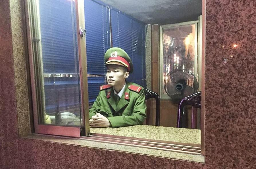 Chiến sĩ Phan Anh Đức thực hiện nhiệm vụ tại đơn vị. (Ảnh: CAQB)