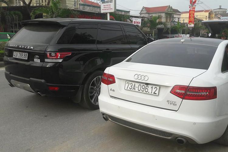 Trong dàn xe cưới tại Quảng Bình còn có 2 chiếc xe sang khác mang thương hiệu Audi và 1 trong số đó thuộc bản A6 với mức giá bán 2,16 tỷ đồng. Xe sử dụng động cơ 1.8 TFSI, phun nhiên liệu trực tiếp, sản sinh công suất tối đa 190 mã lực. Khả năng tăng tốc 0-100 km/h trong 7,9 giây và mức tiêu thụ nhiên liệu chỉ 5,7 lít/100 km.