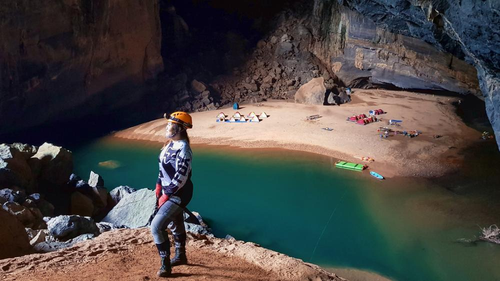 Hang Én là hang động lớn thứ 3 trên thế giới, nằm trên tuyến đường vào hang Sơn Đoòng và là một trong những kỳ quan thiên nhiên phải đến ở Việt Nam. Ảnh: FBNguyễn Lan Uyên.