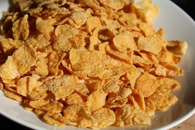 Ngũ cốc ngô là món ăn sáng phổ biến ở nhiều quốc gia. Tuy nhiên, món này được chiên từ rất nhiều mỡ và còn chứa các chất bảo quản không tốt.