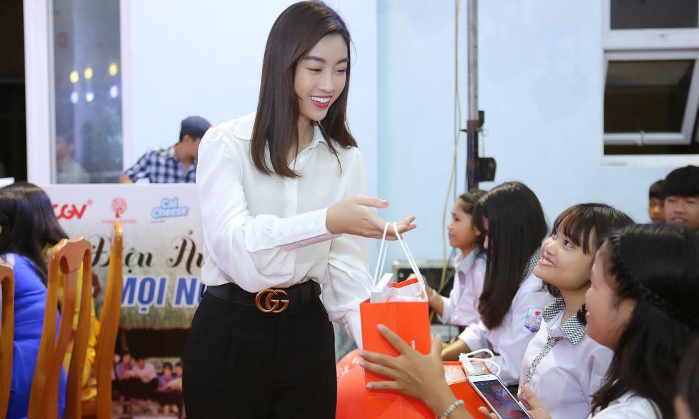Hoa hậu Đõ Mỹ Linh tại buổi chiếu phim.