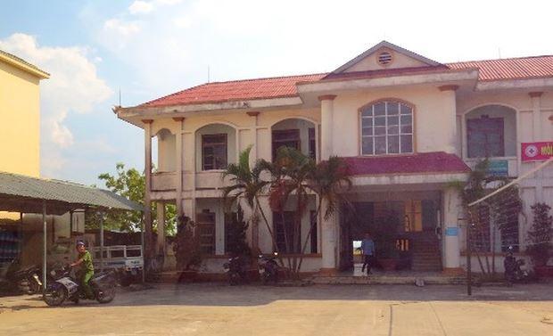 Bảng bán Bảo hiểm PVI tại trụ sở chính quyền phường Quảng Phúc đã được tháo dỡ, trả lại hiện trạng ban đầu.