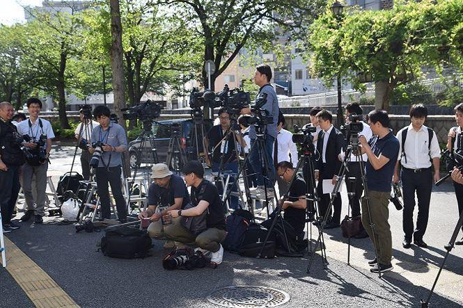 Đông đảo phóng viên Nhật Bản tham dự phiên tòa. Ảnh: Cẩm Tuyến- Hồng Hà
