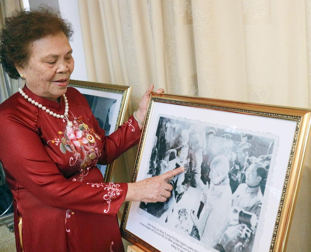 Bà Diên giới thiệu về bức ảnh lịch sử