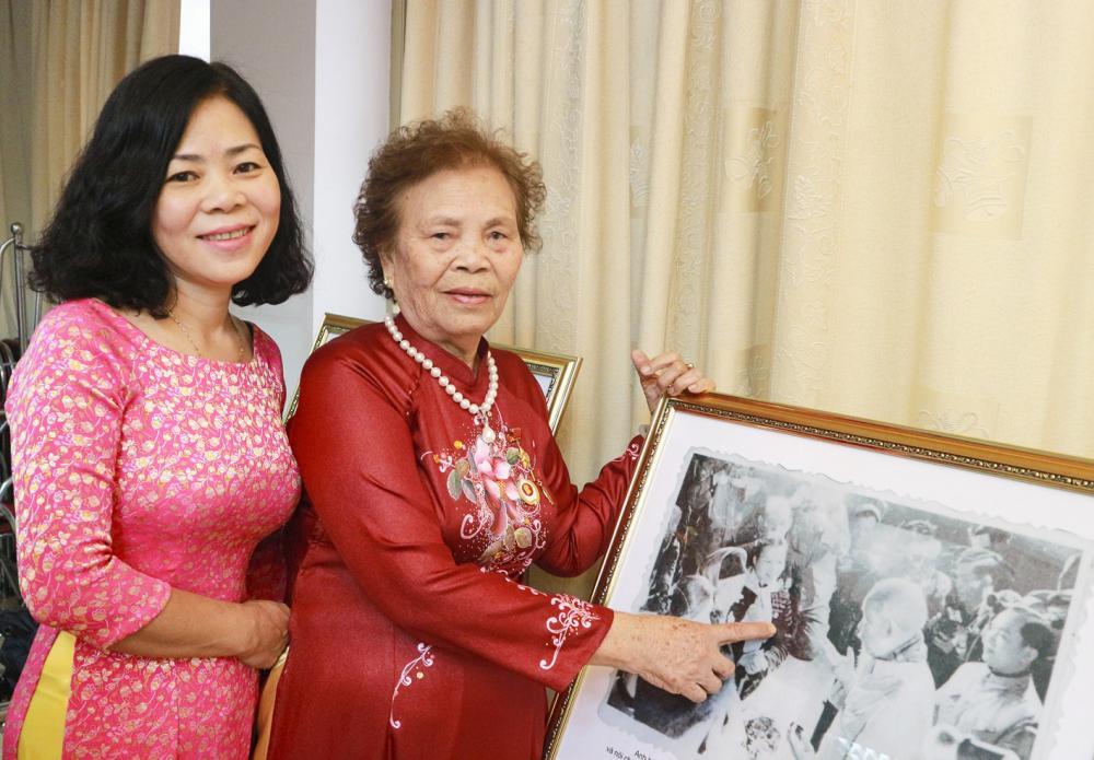 Bà Diên và con gái Tố Uyên