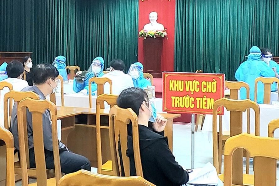 Tỉnh Quảng Bình yêu cầu chấn chỉnh công tác tiêm vaccine COVID-19 sau khi phát hiện sự việc. Ảnh: Lê Phi Long