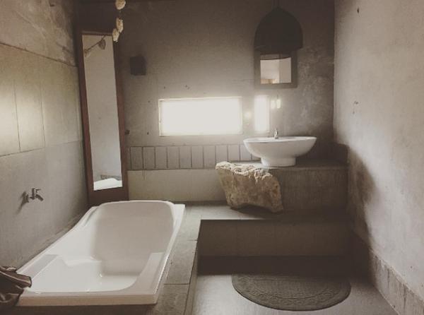 Không gian khu nhà vệ sinh ở Maison De Tau. (Nguồn: @phancanhchung)