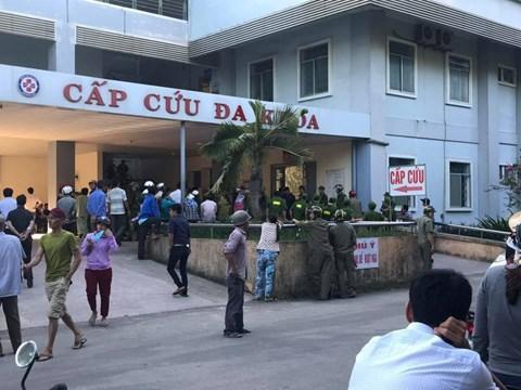 Bệnh viện Quảng Ngãi nơi xảy ra vụ việc khiến nhiều người dân hiếu kỳ tụ tập quây kín bệnh viện
