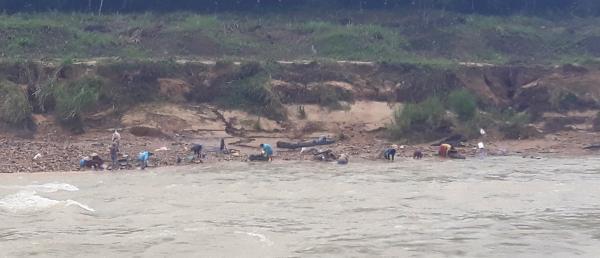 Sông Trường, đoạn chảy qua xã Phước Hiệp, huyện Phước Sơn.