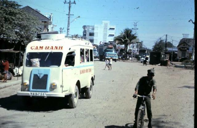 Xe buýt hoạt động ở Cam Ranh, Khánh Hòa. Ảnh tư liệu.