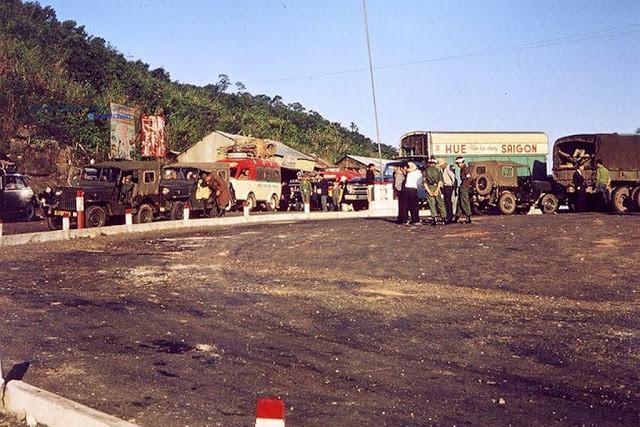 Một điểm dừng của xe khách giữa Huế và Sài Gòn. Ảnh tư liệu.