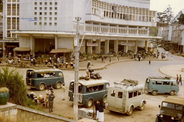 Bến xe buýt ngoài chợ Đà Lạt. Ảnh tư liệu.