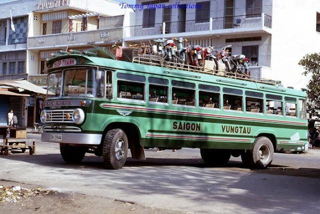 Xe khách Sài Gòn - Vũng Tàu của hãng Hiệp Thành chở theo khá nhiều xe máy trên nóc. Ảnh tư liệu.