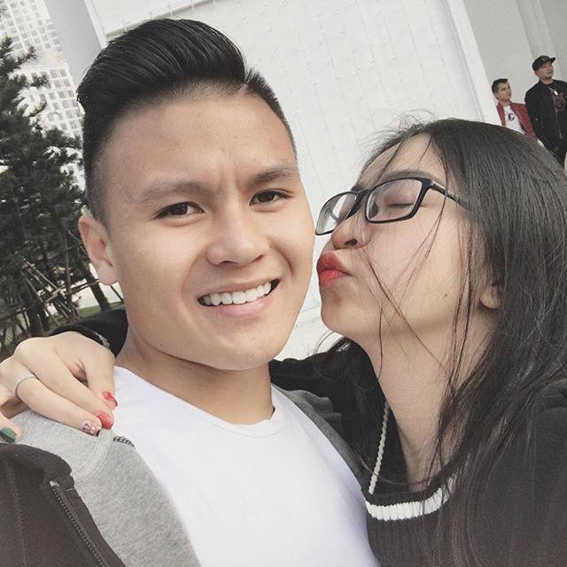 Bạn gái Quang Hải là Nhật Lê, đến từ Quảng Nam. Sau 4 tháng làm quen, cả 2 công khai mối quan hệ hẹn hò lên mạng xã hội. Trên Facebook cũng như Instagram, đôi trẻ thường xuyên chia sẻ những khoảnh khắc hẹn hò lãng mạn.