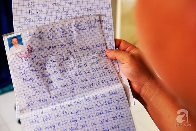 Không có đầy đủ giấy tờ nhân thân, mỗi lần vào viện họ phải mang theo đơn xác nhận tạm trú.