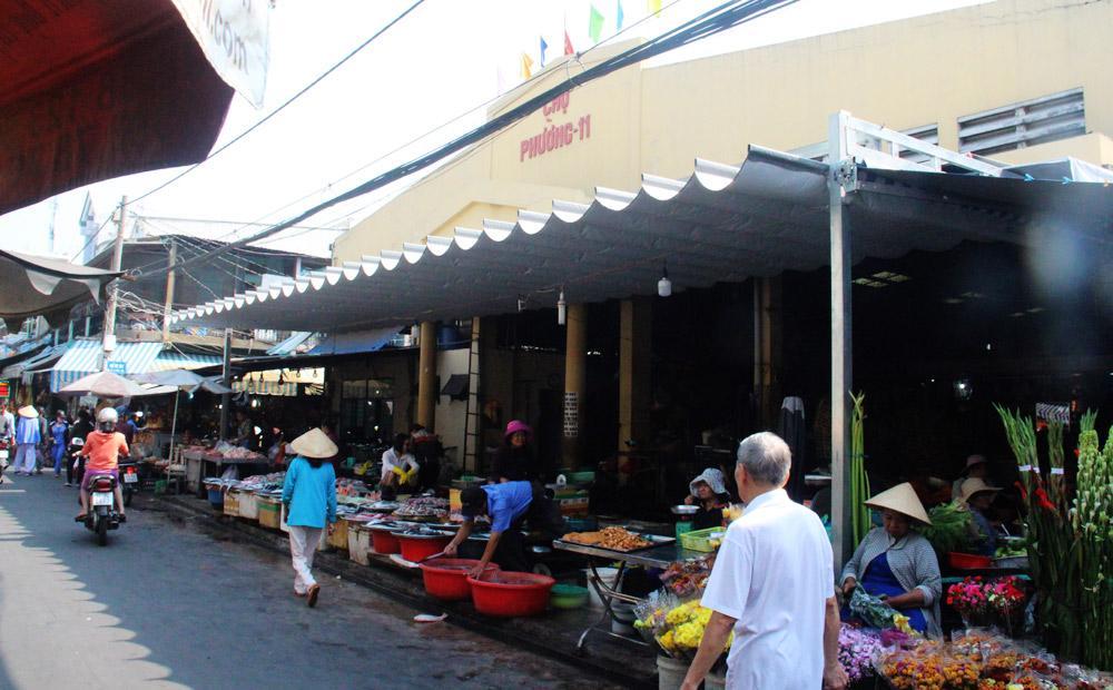 Mặt tiền chợ Phường 11 (chợ Bà Hoa trước đây).