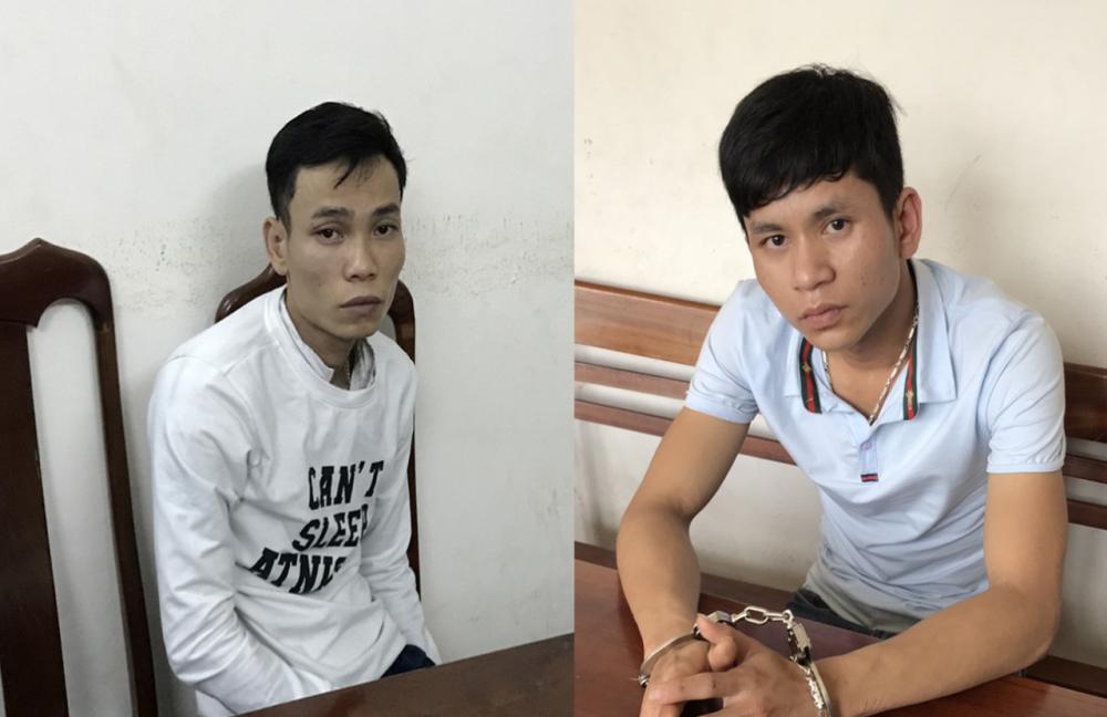 Đối tượng Tuấn (trái) và Linh tại cơ quan công an. Ảnh: P.NAM
