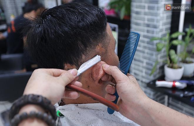 Hiện tiệm của anh Toàn có  5 nhân viên, học viên chuyên tạo mẫu và hớt tóc nam - nữ. Họ cũng là những người tích cực trong công tác thiện nguyện, hớt tóc miễn phí cho người nghèo.
