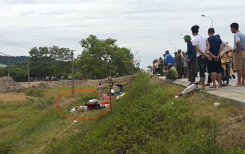 Nơi chiếc xe bị lật (vòng tròn khoanh đỏ). Ảnh: Nguyễn Hải.