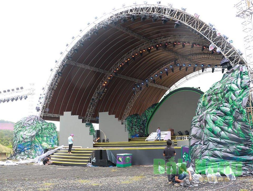 Sân khấu chính của chương trình
