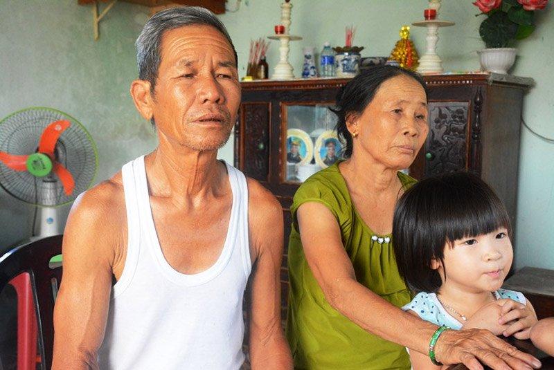 Vợ chồng ông Nguyễn Văn Nghĩa.