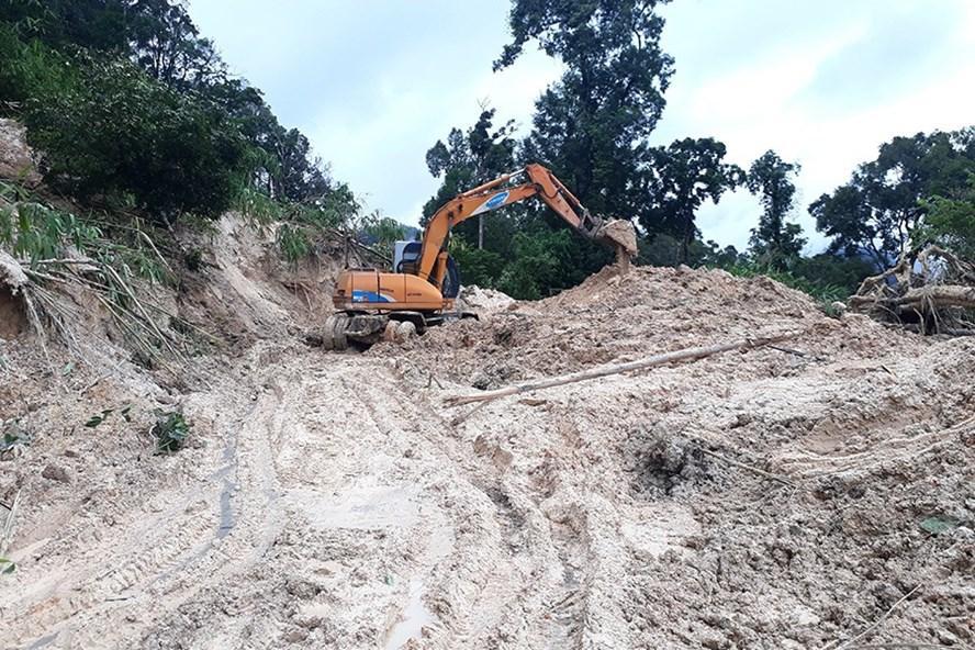 Đường tuần tra biên giới tại huyện Ia H'Drai (Kon Tum) bị sạt lở nặng. Ảnh: ĐÌNH VĂN