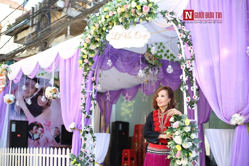Cô dâu Thu Sao đang hồi hộp chờ đợi màn rước dâu vào ngày mai.