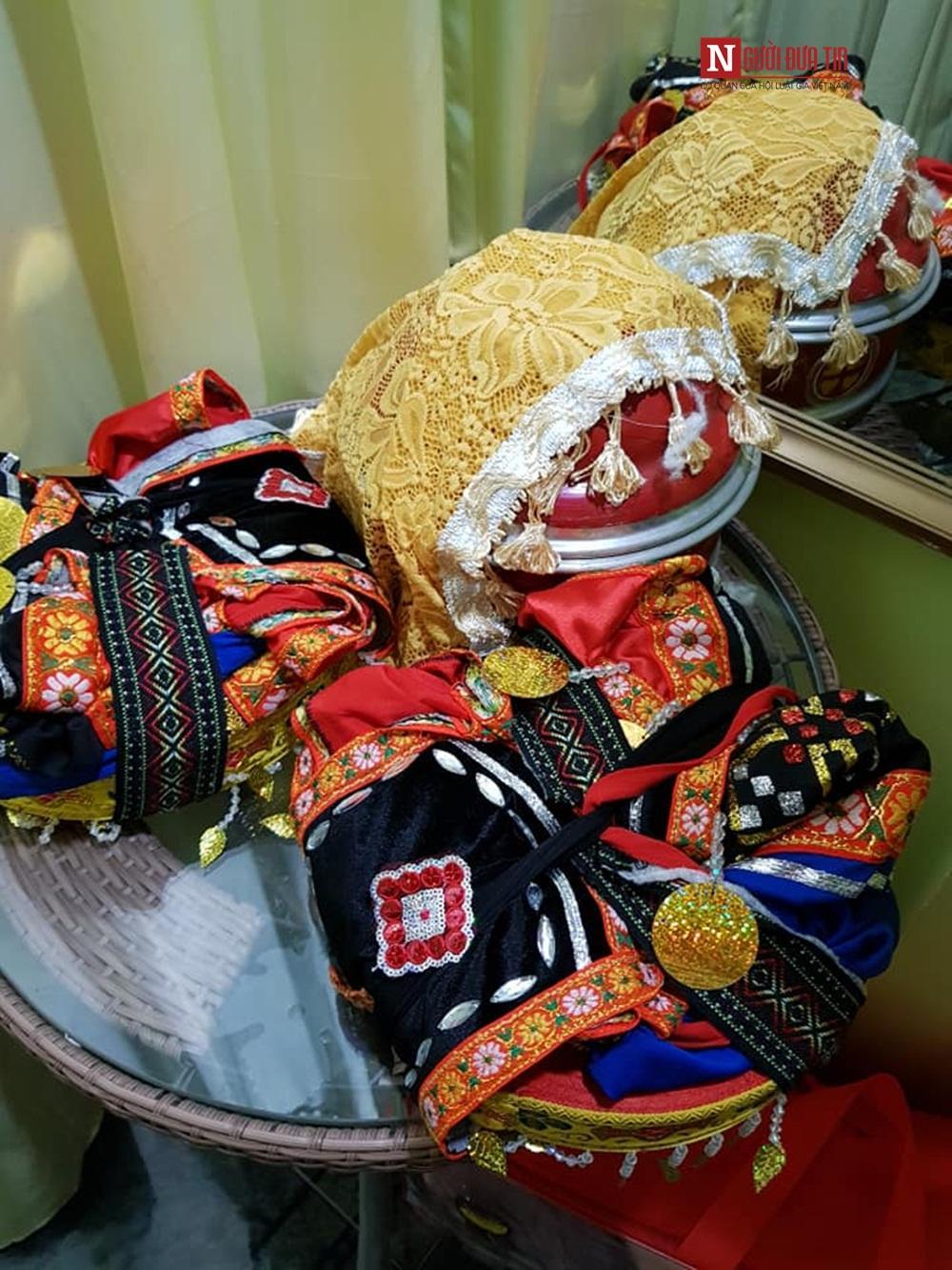 Bộ trang phục truyền thống được mẹ chồng chuẩn bị cho cô dâu Thu Sao.