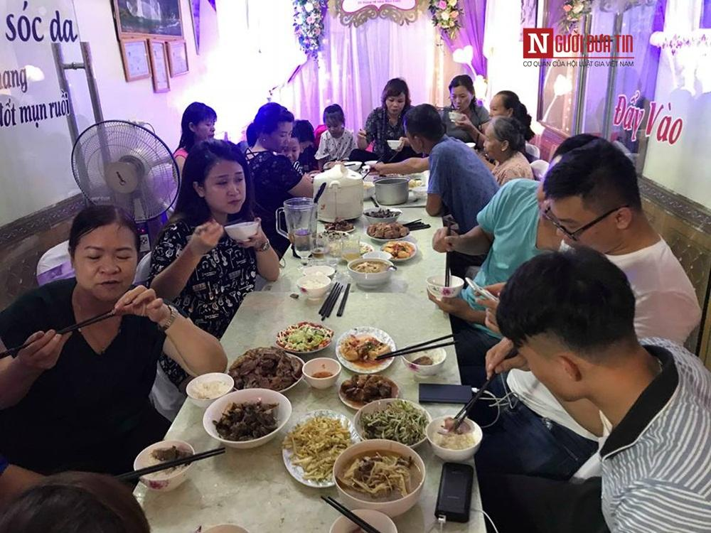 Bữa ăn tối trước của đại gia đình trước khi cô dâu Thu Sao về nhà chồng.
