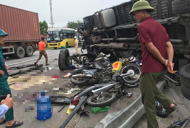 Hiện trường vụ tai nạn thảm khốc khiến 5 người chết tại Hải Dương.