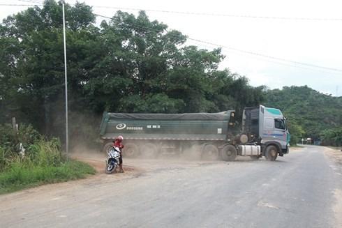Xe tải chở cát
