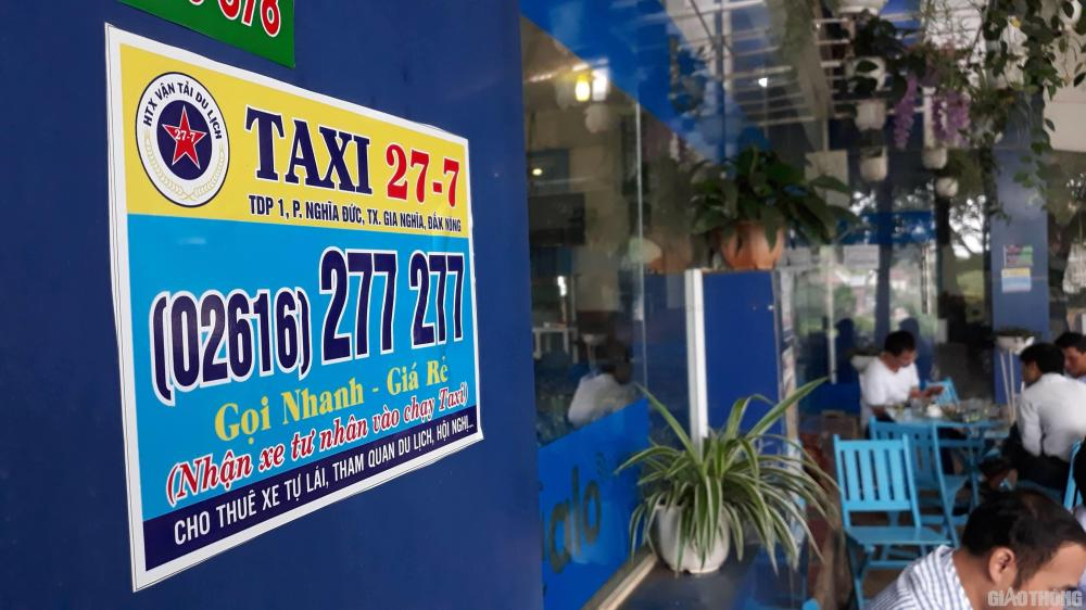 Chưa đủ điều kiện hoạt động nhưng chỉ cần gọi điện vào số tổng đài (02616)277277 được dán quảng cáo khắp nơi sẽ xe đến đón.