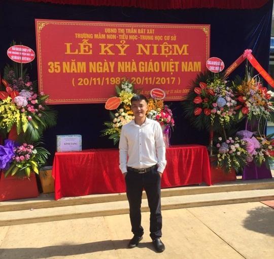 Thầy Nguyễn Quốc Tuấn trong buổi lễ mít tinh Ngày Nhà giáo Việt Nam. Ảnh: NVCC