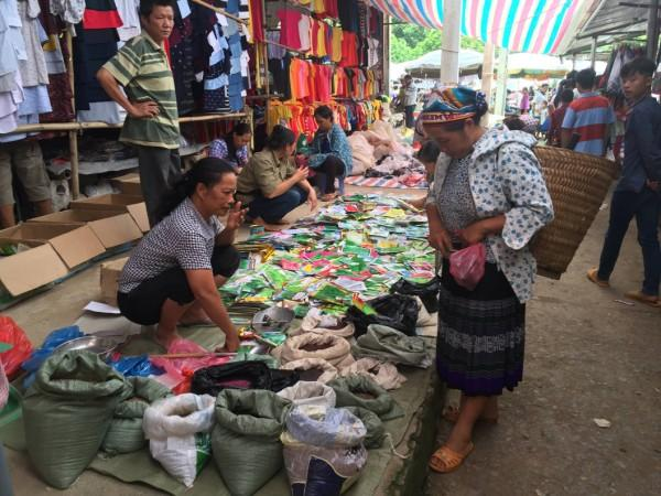 Chợ phiên - nét đẹp văn hóa của đồng bào các dân tộc vùng cao.